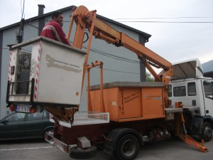 Rukovalac kamionskom dizalicom slika 3