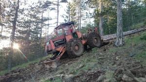 Rukovalac sumskim traktorom slika 1